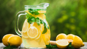 Băuturi reci pentru zile fierbinți
